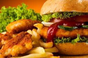 Αυτές είναι οι 6 πιο επικίνδυνες τροφές