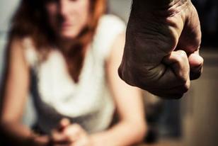 Θύμα κακοποίησης μία στις τέσσερις Ελληνίδες
