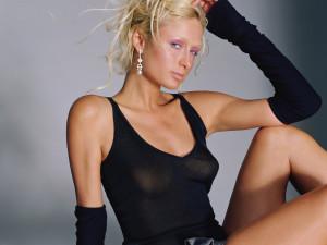 Οι «καυτές» πόζες της Paris Hilton! (Photos)