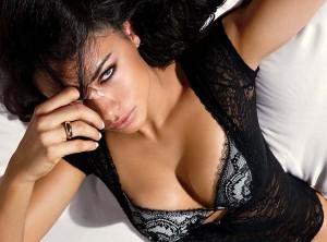 Η Adriana Lima μόνο με τα εσώρουχα (Photos)
