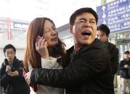 Βρέθηκε τμήμα της ουράς και της πόρτας του αεροσκάφους των Malaysia Airlines