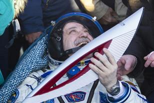 Επέστρεψαν στη Γη οι αστροναύτες λαμπαδηδρόμοι