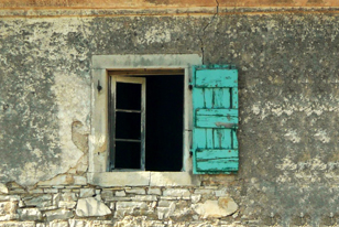 Guardian: Αρρωστημένο αστείο η ιδιοκτησία ακινήτων στην Ελλάδα