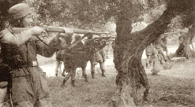 Η ώρα της εκτέλεσης από τους ναζί και τα άψυχα σώματα του άμαχου πληθυσμού