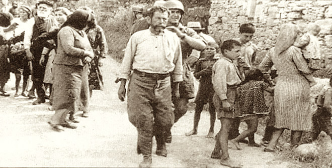 Η στιγμή που οι Γερμανοί στέλνουν άνδρες, γυναίκες και παιδιά στο εκτελεστικό απόσπασμα
