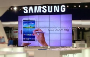 Samsung-Galaxy-Note-8-leaked-booth-Barcelona-SLASHGEAR-e1361638412102