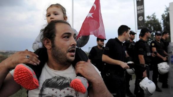 Η ΕΕ δίνει 3 δισ.ευρώ στην Τουρκία για να φτιάξει hotspots για τους πρόσφυγες
