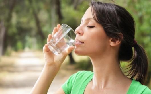 Νεφρά: Πόσο νερό πρέπει να πίνετε για να λειτουργούν σωστά