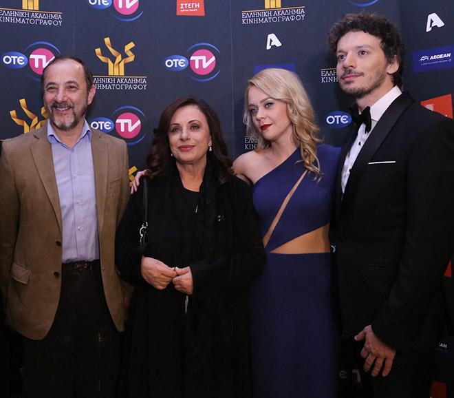 Οι παρουσιαστές της βραδιάς Γιώργος Νανούρης και Λένα Παπαληγούρα μαζί με τους Στέλιο Μάινα και Χάρις Αλεξίου