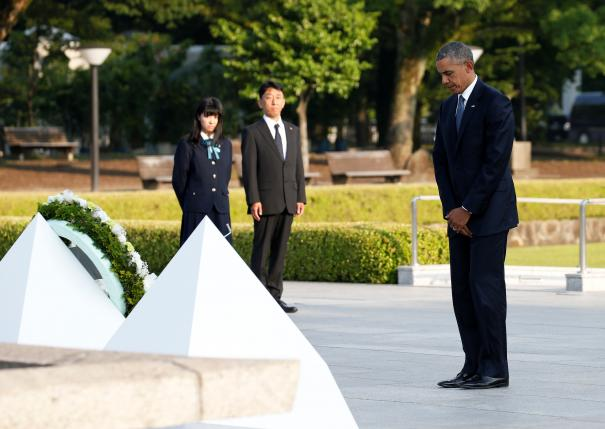 Obama closes his eyes as he lays a wreath at a cenotaph at Hiroshima Peace Memorial Park