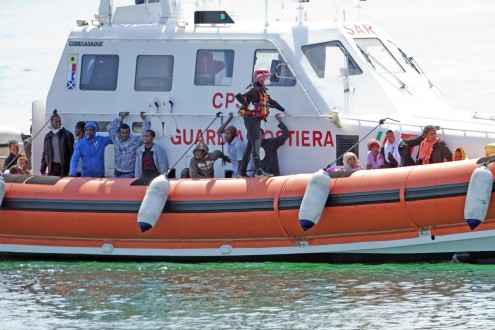 New wave of migrants reach Lampedusa's shores