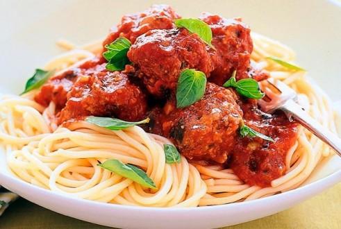 spaghetti-me-keftedakia