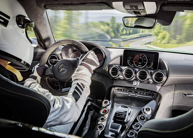 Mercedes-Benz-AMG_GT_R-2016_News-(6)