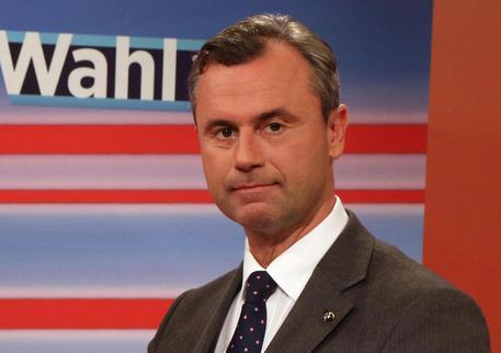 AUSTRIA: LA DESTRA NON SFONDA, PRESIDENZIALI AL FOTOFINISH