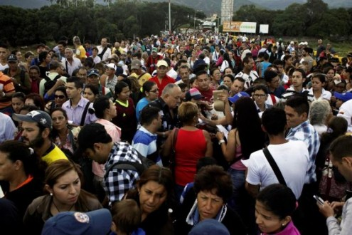People cross over the Simon Bolivar international bridge to Colombia from San Antonio del Tachira, Venezuela