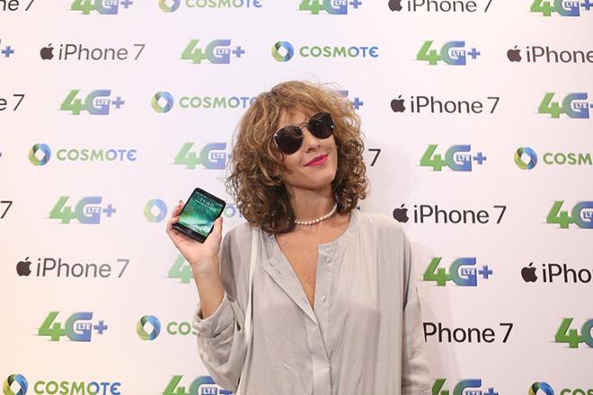 Η Τάμτα με το νέο iPhone 7 στην COSMOTE