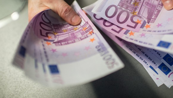 Cash limit of 5000 Euro
