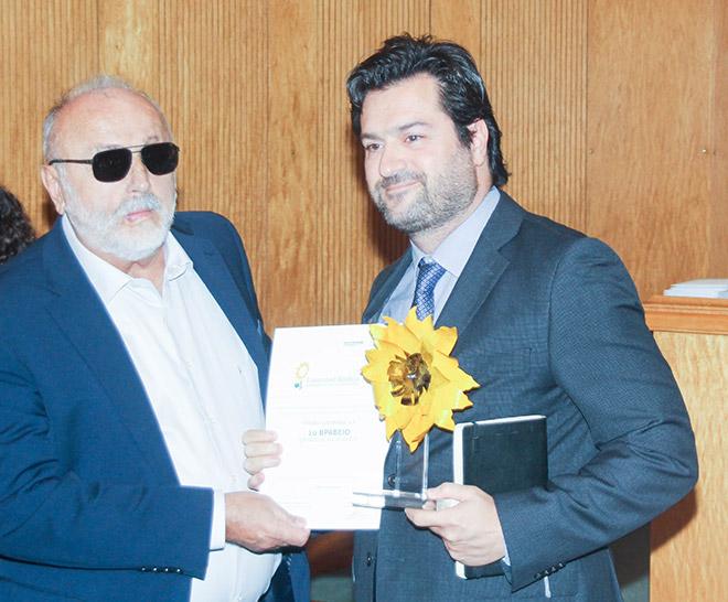 Το βραβείο παραλαμβάνει ο κ. Προκόπης Γαβριήλ, Μονάδα Περιβάλλοντος της Τράπεζας Πειραιώς. Απονέμει ο Υπουργός Εσωτερικών, Παναγιώτης Κουρουπλής.
