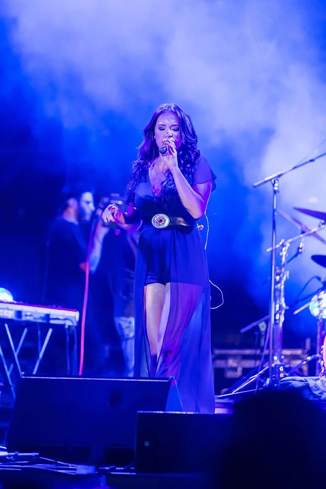 Η Τάνια Μπρεάζου στη συναυλία του WHAT'S UP Night
