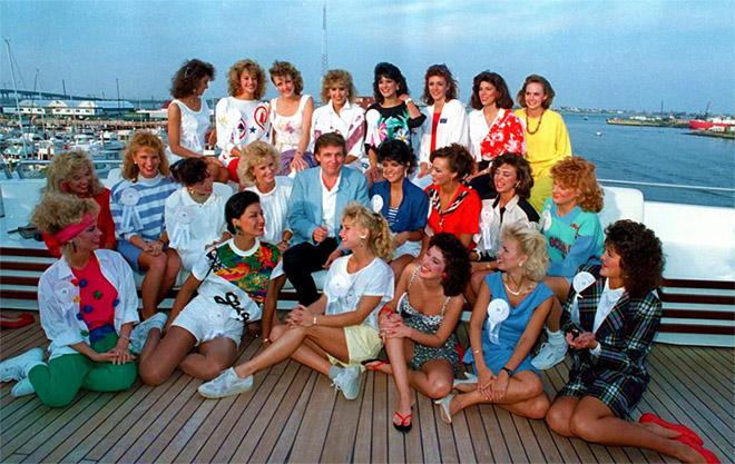 13. 1988- Εδώ ποζάρει με καλλονές, υποψήφιες Μις