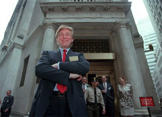 16. Ισχυρός πλέον, στο Χρηματιστήριο της Νέας Υόρκης, κλασικά με «κόκκινη» γραβάτα