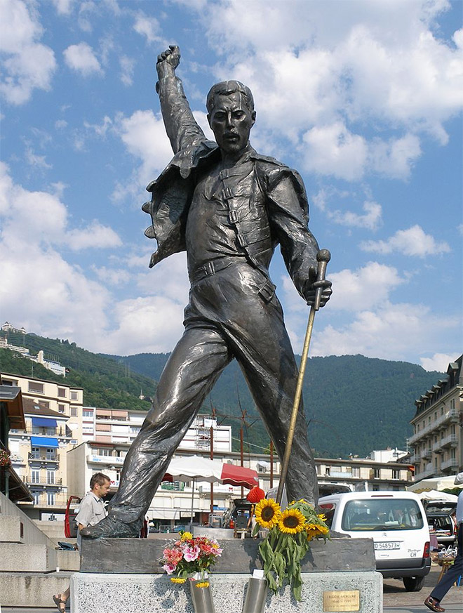 Άγαλμα του Φρέντι Μέρκιουρι στο Μοντρέ της Ελβετίας