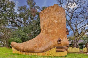 cowboy-boot-house-texas