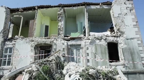 Αποτέλεσμα εικόνας για Μη κατοικήσιμα 246 σπίτια στις σεισμόπληκτες περιοχές της Λέσβου