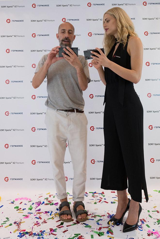 Ο Φάνης Παυλόπουλος δοκιμάζει το Sony Xperia XZ Premium στον ΓΕΡΜΑΝΟ