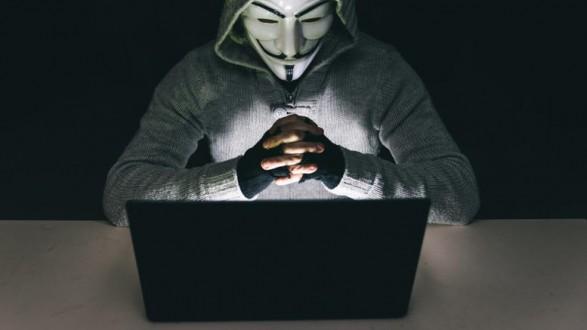 neo-xtupima-apo-tous-anonymous-me-diarroi-kubernitikwn-arxeiwn.w_l
