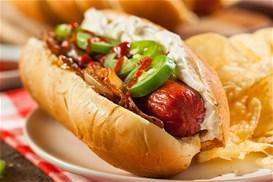 Pikantika-hot-dogs-me-choriatika-loykanika-tyri-krema-kai-karamelomena-kremmydia_min