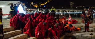 160 rescued migrants arrived at the harbour of Malaga