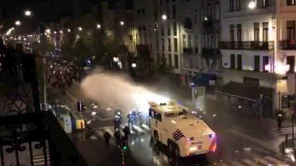 Eπεισόδια στις Βρυξέλλες στους πανηγυρισμούς των Μαροκινών (vid)