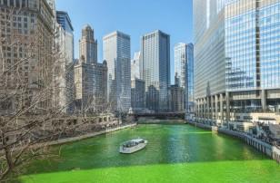 βάφοντας-τον-ποταμό-του-σικάγου-πράσινο-την-ημέρα-αγίου-patrics-89227623
