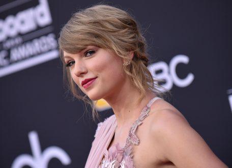 Η Τέιλορ Σουίφτ κατέκτησε για 5η φορά την κορυφή σε πωλήσεις με το άλμπουμ «Folklore»