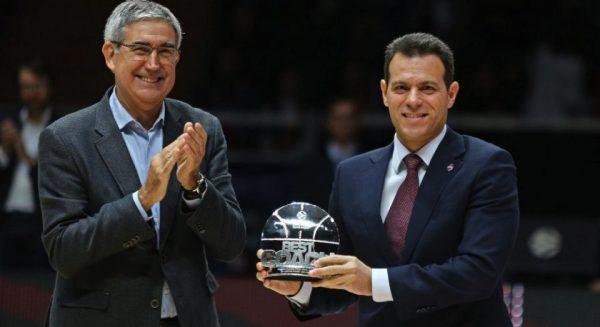 Ο Δημήτρης Ιτούδης πήρε το βραβείο του κορυφαίου προπονητή για δεύτερη φορά!