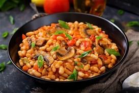 Φασόλια με κόκκινη σάλτσα και μανιτάρια
