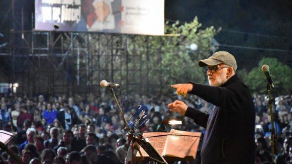 Θάνος Μικρούτσικος: «Το πιο όμορφο απ' όλα δεν στο 'χω πει ακόμα...»-Η ΕΡΤ 2 θα μεταδώσει την συναυλία φόρο τιμής στον σπουδαίο συνθέτη