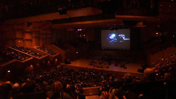 Θάνος Μικρούτσικος: Η απουσία του βαθιά, αλλά τα τραγούδια του θα μας συντροφεύουν πάντα