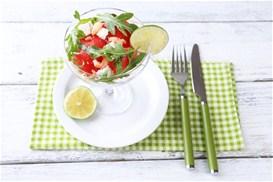 Καλοκαιρινή σαλάτα με φρούτα και λαχανικά