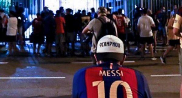 Ξεσηκωμός στη Βαρκελώνη για αποχώρηση Μέσι: «Μπαρτομέου, παραιτήσου»