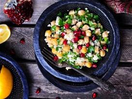 Σαλάτα με κουσκούς, πικάντικα ρεβίθια και ρόδι