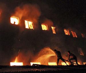 Φονική φωτιά σε εργοστάσιο κλωστοϋφαντουργίας στο Μπαγκλαντές