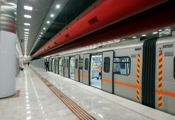 Χωρίς μετρό, ηλεκτρικό, τραμ και σήμερα