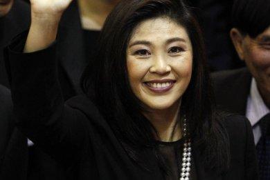 Η βασίλισσα της Αγγλίας υποδέχεται την πρώτη γυναίκα πρωθυπουργό της Ταϊλάνδης