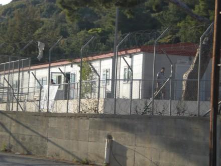 Σαν κατάδικοι ζουν οι πρόσφυγες στη Σάμο