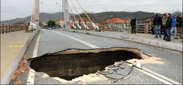 Έρευνα για κατάρρευση γέφυρας στη Λάρισα