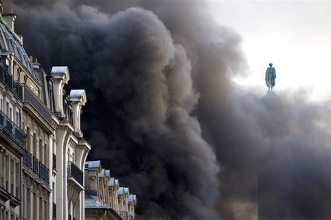 Πέντε νεκροί σε πυρκαγιά στην περιοχή του Παρισιού