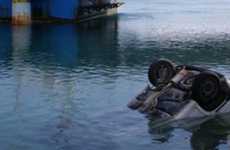 Ένας νεκρός από πτώση οχήματος στο λιμάνι της Πάτρας
