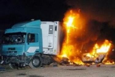 Στις φλόγες νταλίκα, εγκαύματα υπέστη ο οδηγός